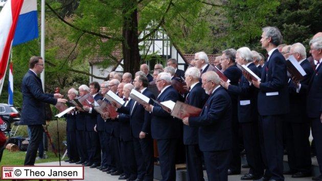 Ingetogen optreden bij Dodenherdenking 2017